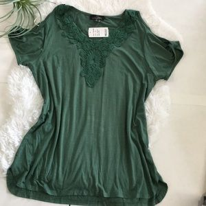 Suzanne Betro NWT Cold Shoulder green Top